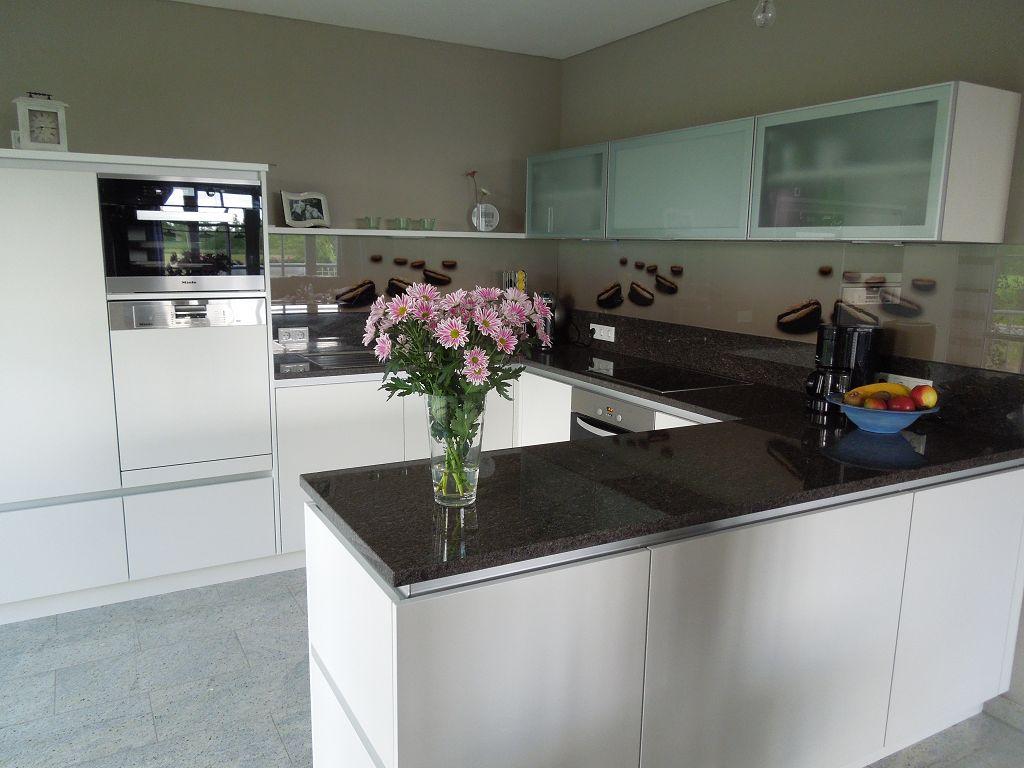 stunning k chenarbeitsplatte aus granit photos house. Black Bedroom Furniture Sets. Home Design Ideas